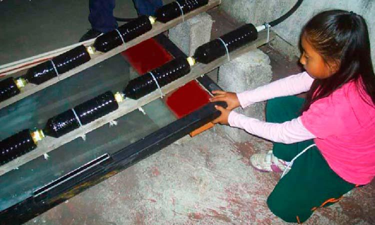 niña mexicana en chiapas creó un calentador solar