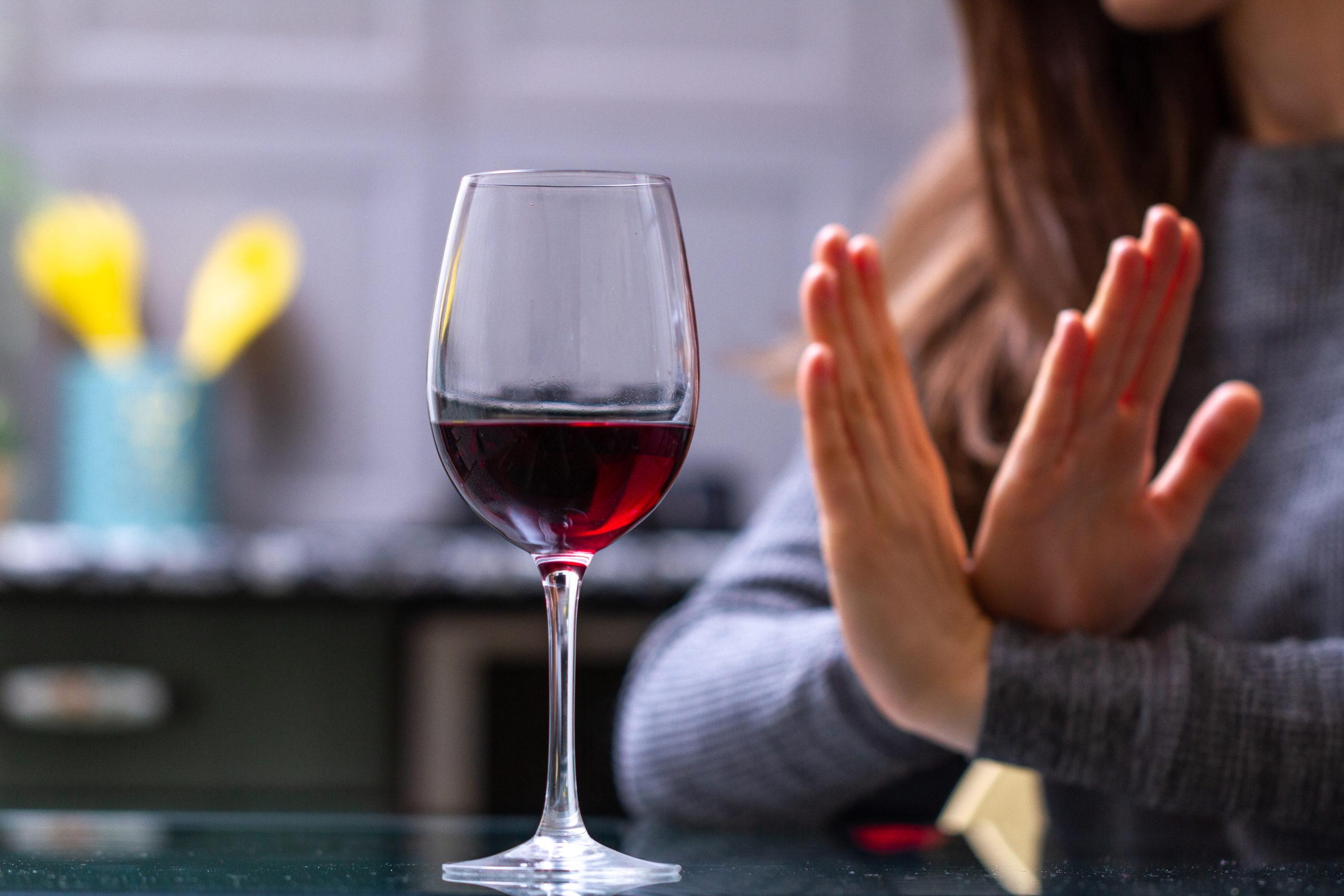 ¡Ojo! Un estudio advierte que beber cualquier cantidad de alcohol daña el cerebro