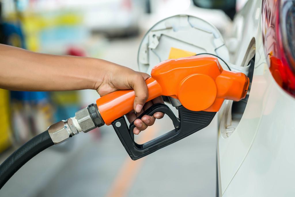 Medio ambiente: autos nuevos de combustión fósil serían vetados a partir del 2035