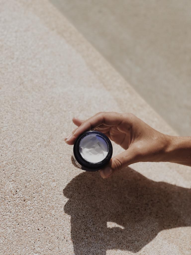 Ácidos AHA y BHA: ¿qué son y por qué deben estar en tu rutina de skincare?