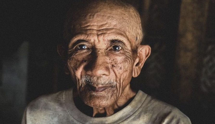 A sus 90 años, este pescador ha quitado el plástico del océano por dos décadas