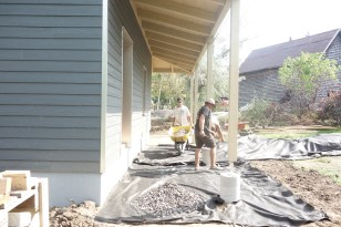 Spreading gravel on top of the membrane