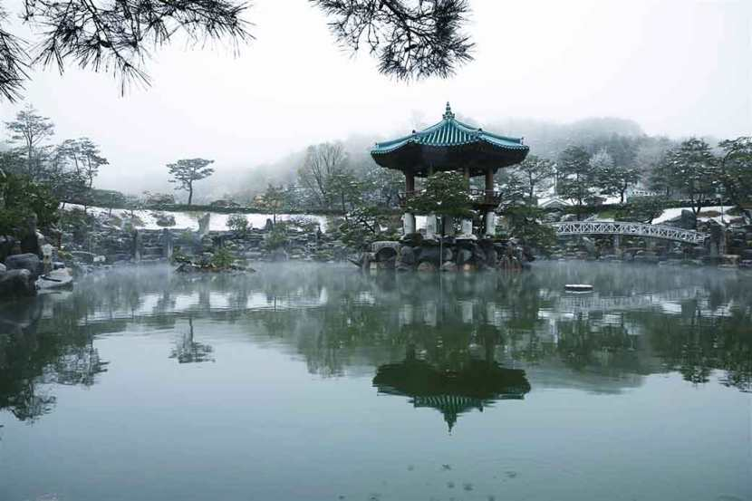 The lake pavilion in Wolmyeongdong.