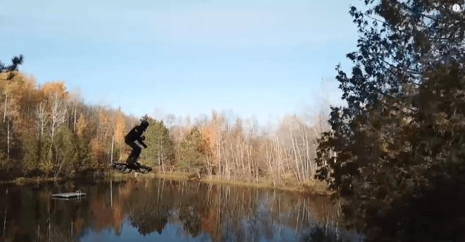 latająca deskorolka