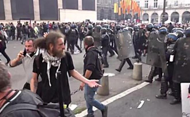 Protesty we Francji przeciwko segregacji sanitarnej
