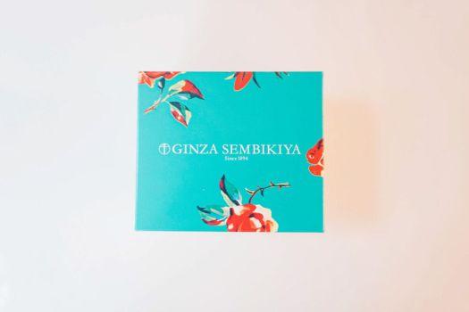「銀座千疋屋」テイクアウト用のフルーツサンドのレトロでかわいいパッケージ
