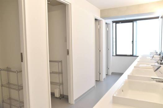 「UNPLAN Shinjuku」のシャワー室とトイレ