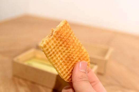 「バターのいとこ」の中身を半分に折ったもの