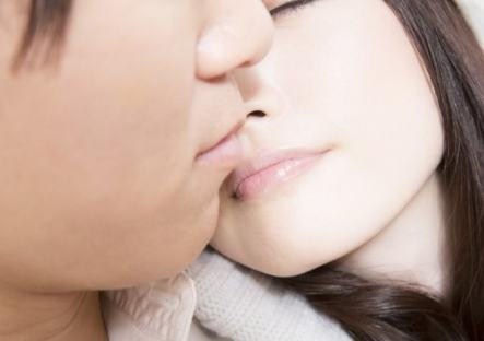 「男女 キス」の画像検索結果