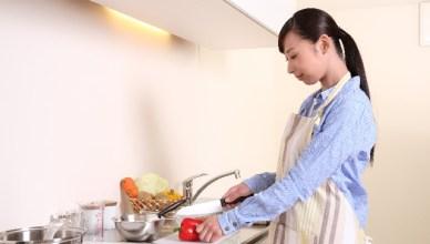 女性の料理