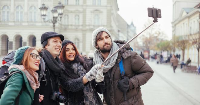 Paano gamitin ang selfie stick - mga lihim at mga tip para sa mga nagsisimula