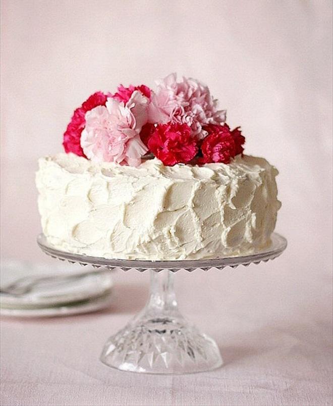 ¿Qué tan bellamente decoran el pastel con crema con Mascarpone?