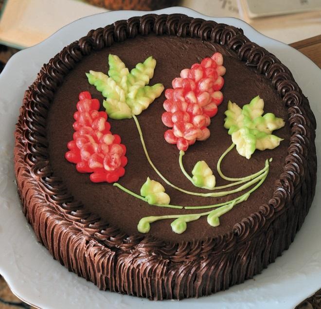 چگونه کیک را با کرم ضخیم تزئین کنید