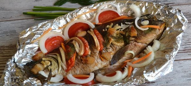 карп запеченный в духовке с овощами