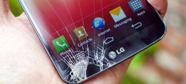 Треснул экран на сенсорном телефоне – что делать?