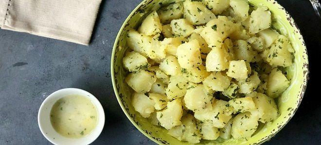Jak vařit v mikrovlnné brambory v balení