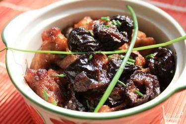 Свинина с черносливом - рецепт