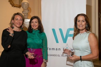 premios woman forward