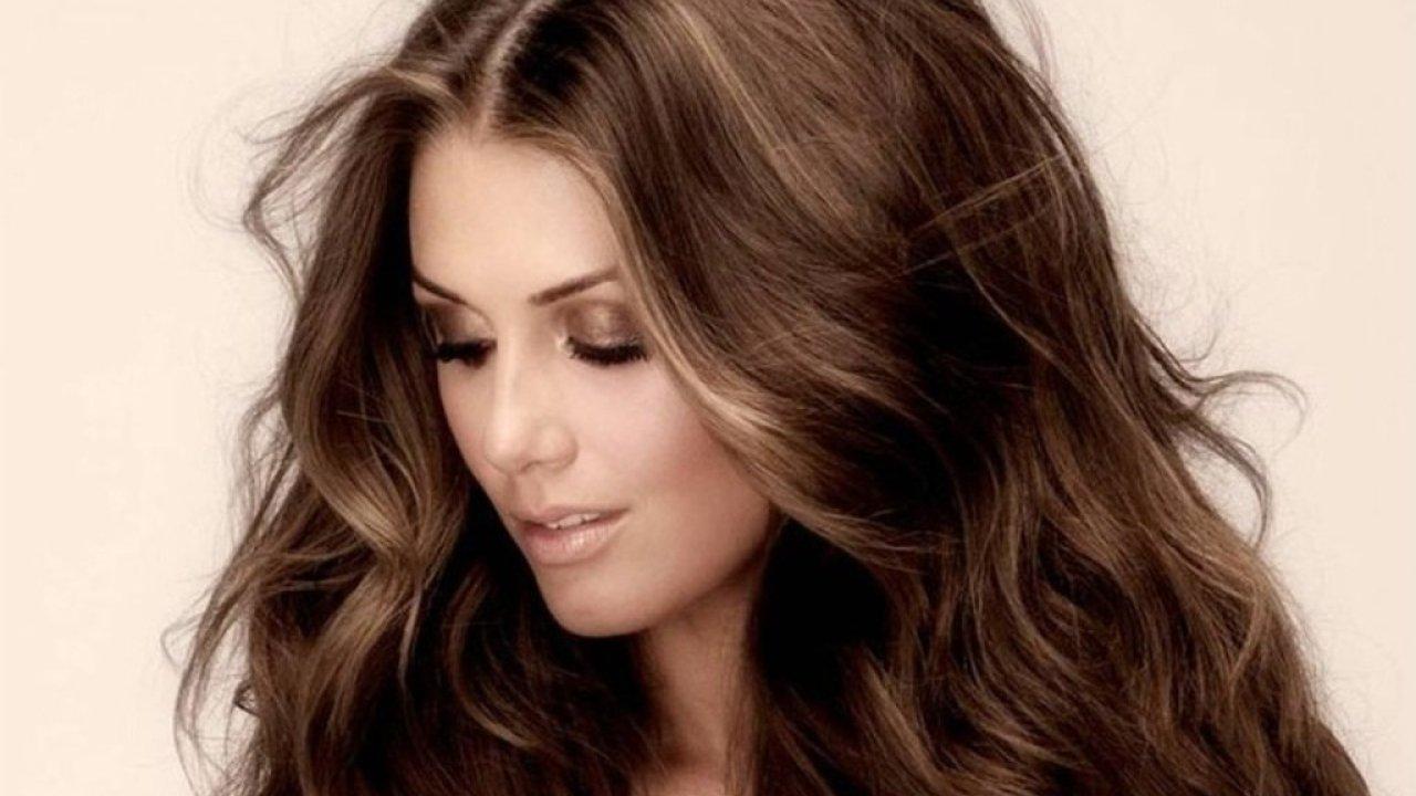 Η απόφαση του ποια καστανή απόχρωση σου ταιριάζει, είναι ζωτικής σημασίας προτού αποφασίσεις να γίνεις μελαχρινή ή απλά να αλλάξεις την απόχρωση του καστανού που ήδη έχουν τα μαλλιά σου.