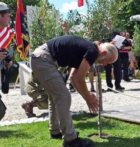20140605_145940 dennis planting tree 300
