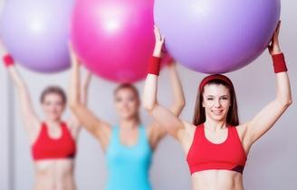 Упражнения на фитболе для похудения бедер и живота ...
