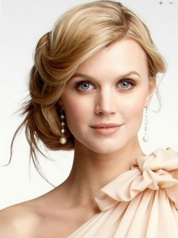 Blonde Side Bun Hairstylejpg Women Hairstyles