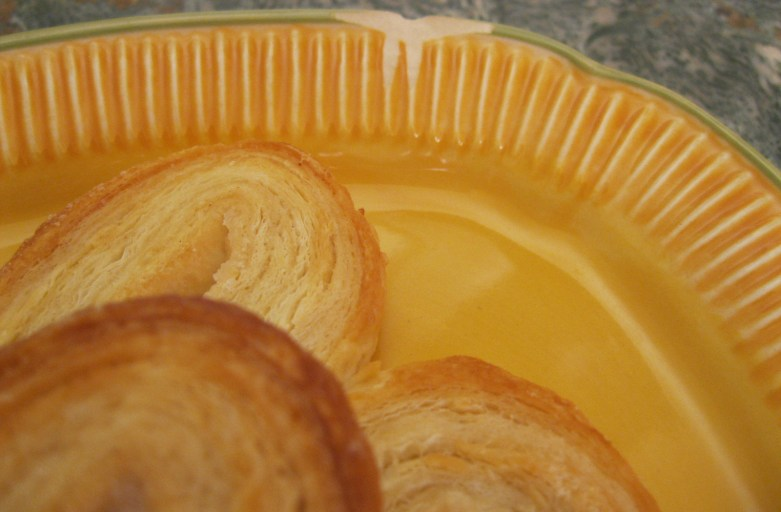 palmier on chipped plate