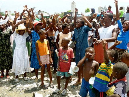 Camp IDPs bang pots in protest