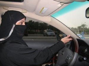 Saudi Arabia woman sues government for driver's license