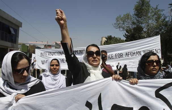 Afghans Protest Execution of Woman