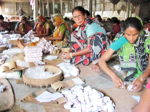 BANGLADESH: Bidi cigarette factory workers continue to face toxic conditions