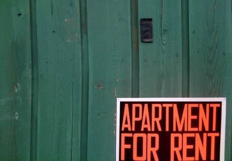 """Sign that reads, """"APARTMENT FOR RENT"""""""