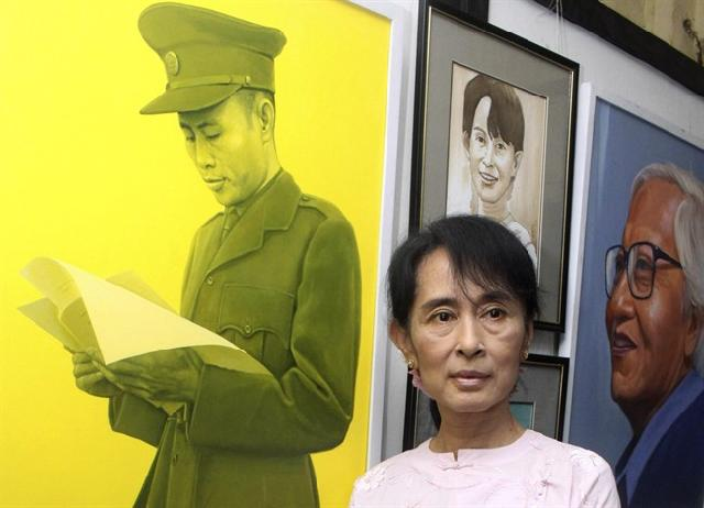 2 women with tragic family histories: Myanmar's Suu Kyi meets South Korea's incoming leader