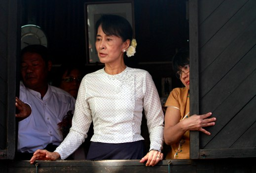 Nobel Peace Laureate Suu Kyi hopes for inclusion in Burmese peace negotiations