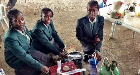 NIGERIA: Girl Junior Engineers invent 'urine power' as new energy source