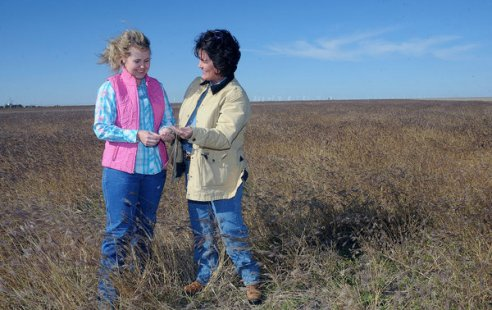 [U.S.] Women Taking Over Farms, Learning the Lay of the Land