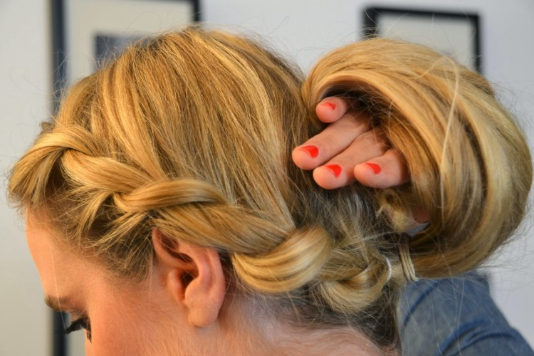 Easy updo with elastic band 00