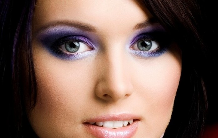 Steps to Create a Purple Smokey Eye Makeup Look