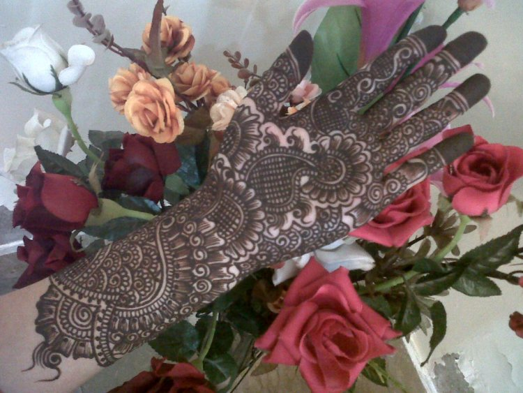 Trend of Mehndi Designs with Outline 14