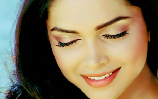 Hot and beautiful Deepika Padukon