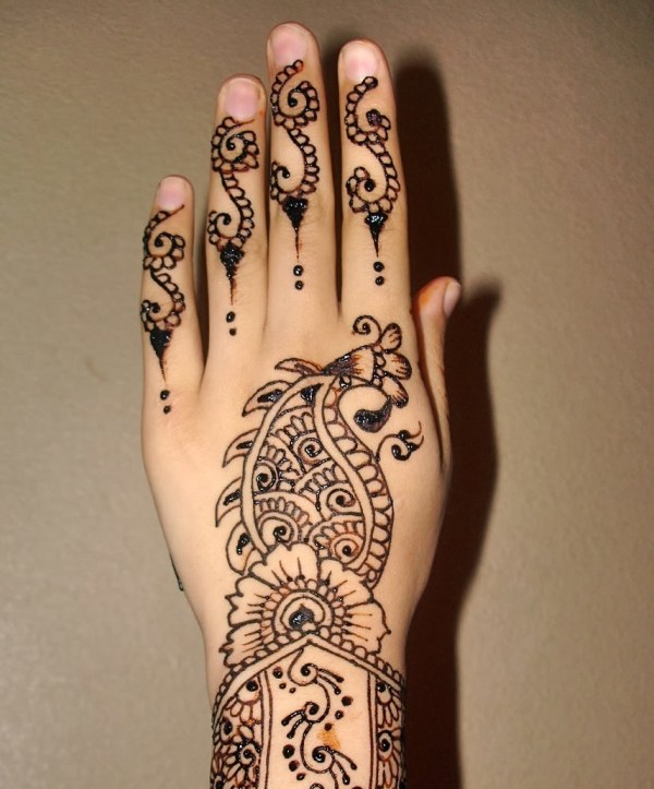 Peculiar Nature of Arabic Henna Designs-25