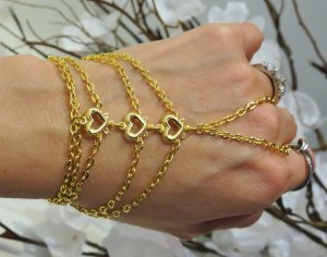The perfect way to wear bracelets  09