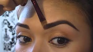Shape your eyebrows elegantly