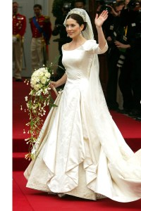 Trend Of Wearing Mother's Bridal Dress In Europe
