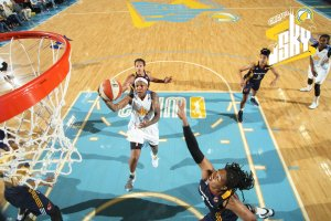 CHICAGO, IL - JUNE 5: Cappie Pondexter #23 of the Chicago Sky takes a shot against the Indiana Fever during a WNBA game on June 5, 2015 at the Allstate Arena in Glenville, Illinois. NOTE TO USER: User expressly acknowledges and agrees that, by downloading and or using this photograph, User is consenting to the terms and conditions of the Getty Images License Agreement. Mandatory Copyright Notice: Copyright 2015 NBAE (Photo by Gary Dineen/NBAE via Getty Images)