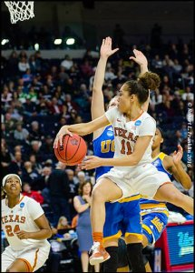Brooke McCarty (11) sees Ariel Atkins (24) for the pass. Photo by Robert L. Franklin.