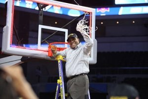 Quentin Hillsman cuts down the net after Syracuse won the Sioux Falls regional. Photo courtesy of Syracuse Athletics,