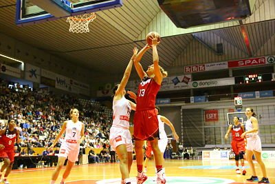 Elena Delle Donne puts up a shot during USA Basketball team camp last fall, as Angel McCoughtry and Candace Parker look on. Photo courtesy of USA Basketball.