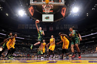 Breanna Stewart goes for the lay up against the Los Angeles Sparks. Photo by Andrew D. Bernstein/NBAE via Getty Images.