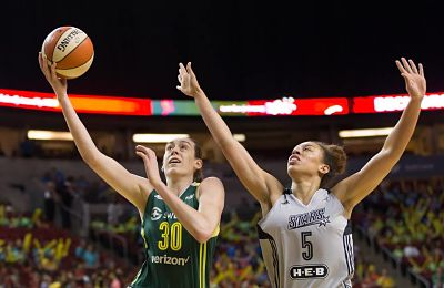Breanna Stewart gets past Dearica Hamby in the first quarter. Photo by Neil Enns/Storm Photos.